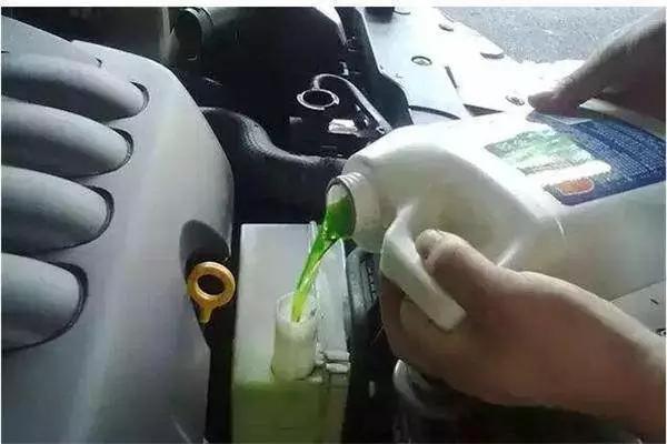 清洗汽车这几个部件等于白洗
