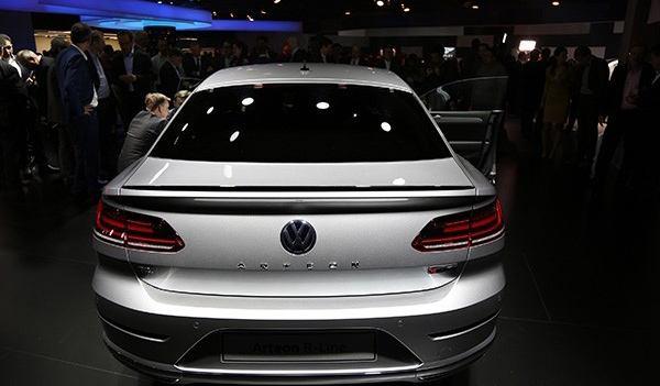 大众新款CC抵达国内4S店,网友:这车卖22万,果断放弃奥迪A4L